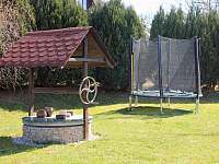 Trampolína pro děti - chata ubytování Soběslav - Švadlačky