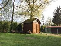 Uzavřená zahrada s domkem pro gril - chata k pronájmu Soběslav - Švadlačky