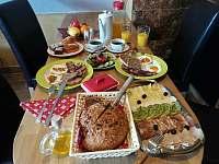 bohatá snídaně - pronájem apartmánu Jaronice