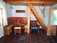 Chata Podskalí - jídelní kout