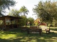 Velká zahrada u domu
