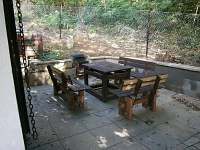 venkovní posezení - pronájem chaty Roštín
