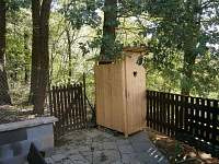 venkovní WC - chata ubytování Roštín