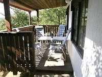 Venkovní zastřešená terasa - chata k pronajmutí Roštín