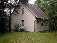chata v Jackově-pohled boční - ubytování Jackov