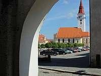 Jemnice celkový pohled na náměstí a kostel Sv. Stanislava - Jackov