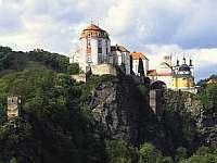 zámek Vranov nad Dyjí-asi 25 km - Jackov