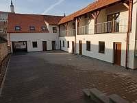 Apartmán pod kopečkem Mikulov - Pohled z venku, parkování