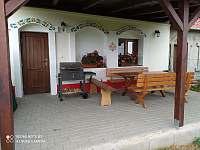 Posezení pod pergolou - chata ubytování Prušánky - Nechory