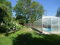 zahrada s bazénem - Lukov