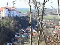 Starý zámek v Jevišovicích s podolím - pronájem apartmánu