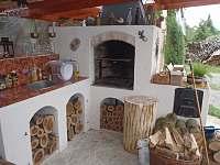 Ubytování u Antlů v Jevišovicích - posezení pod pergolou s možností grilování