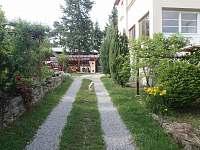 Ubytování u Antlů v Jevišovicích - příjezdová cesta