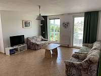 Obývací pokoj - rekreační dům k pronajmutí Ostrov u Macochy