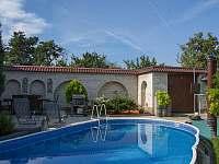 Dvůr zadní u bazénu - Velké Pavlovice
