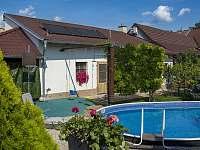 Posezení u bazénu - Velké Pavlovice