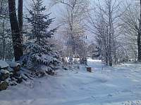 Před chatou v zimě:-)) - Jedovnice