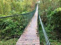 houpací most přes řeku Dyji