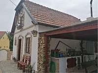 Terasa s letní kuchyní - chalupa k pronajmutí Dyjákovice