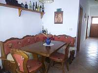 Vstupní hala, která může sloužit také jako společenská místnost - apartmán ubytování Pavlov