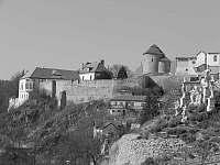 Pohled na znojemský hrad a rotundu - Hluboké Mašůvky