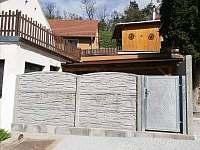 Rekonstrukce dvorku - chalupa k pronájmu Hluboké Mašůvky