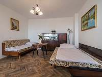 Ubytování ŠRÚFEK - Přední ložnice 3 - obě lůžka lze rozložit na 1,5 velikosti - chalupa k pronajmutí Podivín