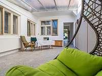 Ubytování ŠRÚFEK - Veranda s posezením (krytá terasa) 2 - chalupa k pronajmutí Podivín