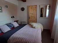 ložnice s koupenou a wc v přízemí - Vápenice 12