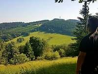 pohled z Lopenického sedla směrem k chatě - Vápenice 12