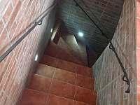 Vstup do sklepa pod terasou - Perná