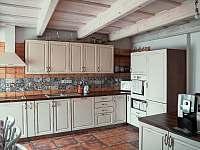 Kuchyně - chalupa k pronájmu Kobylí