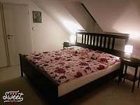 První ložnice - apartmán k pronajmutí Novosedly
