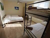 Čtyřlůžkový pokoj s patrovou postelí - chalupa ubytování Mikulov - Mušlov