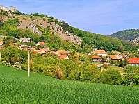 Výhled z domu přes Klentnici na Sirotčí hrádek - pronájem chalupy