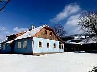 Chalupa v zimě - k pronajmutí Lopeník