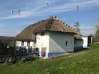 """Památný domek známý též jako """"Stará Pančaveň.""""- 15 min procházkou od chalupy. - Lopeník"""