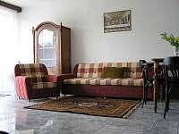 Společenská místnost - chalupa k pronájmu Dolní Věstonice