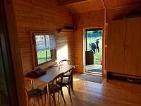 pohled z obývací místnosti ven - chata k pronájmu Suchý