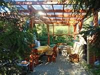 terasa - naprosté soukromí - chata k pronajmutí Těšetice u Znojma