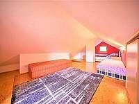 Ložnice s manželskou postelí a dvě oddělené postele - Boršice u Blatnice - Hluk