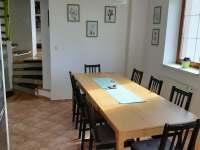 Vila Matylda - kuchyně, čelem ke schodišti do ostatních pokojů - pronájem Klentnice