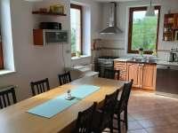 Vila Matylda - kuchyně, zády ke schodišti do ostatních pokojů - k pronájmu Klentnice