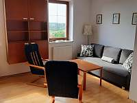 Vila Matylda - obývací pokoj s rozkládací sedačkou - k pronájmu Klentnice