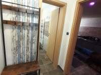 Apartmán LauMar 1 - chodba se vstupem do koupelny a do vířivky - Bzenec