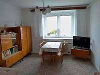 obývací pokoj - chalupa k pronájmu Maršov