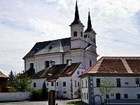 Drnholec - střed obce -