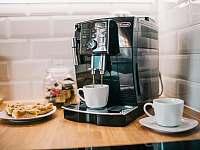 Kuchyně - kávovar - chalupa ubytování Drnholec