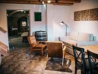 Obývací část - chalupa k pronájmu Drnholec