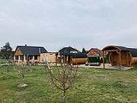 Ubytování v budově i v sudech - ubytování Dyjakovice